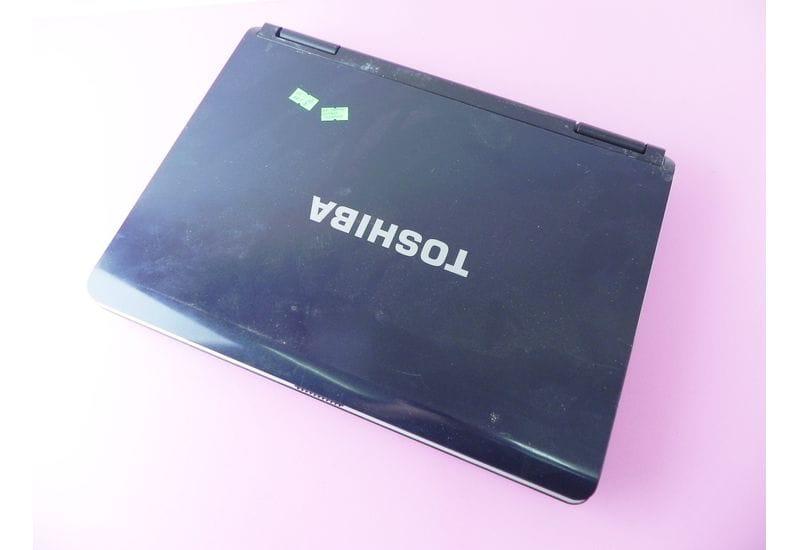 "Ноутбук Toshiba Satellite L40-13G PSL40E-03L02GRU 15.4"" не рабочий без HDD"