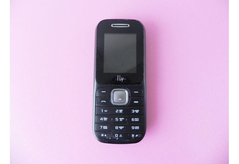 Телефон Fly DS106D (неисправный)